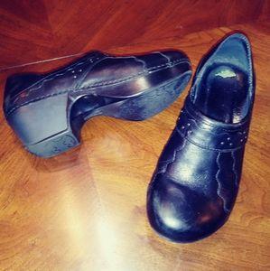 Dansko leather shoes. Black. Some design